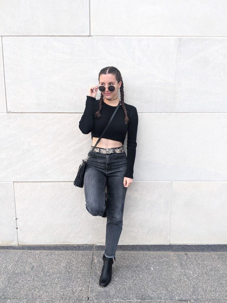 black-ribbed-sweater-snakekin-belt-grey-mom-jeans-edgy-style